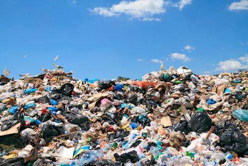 España incumple las normas europeas en 30 vertederos de residuos