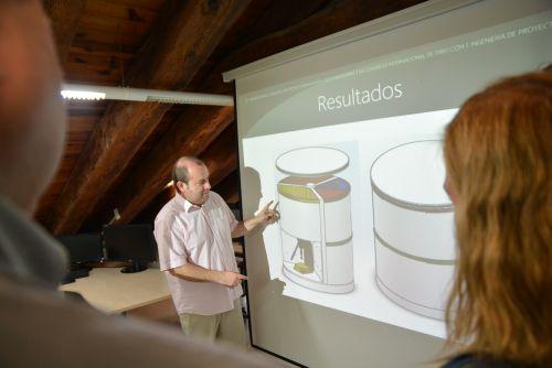 Un nuevo cubo de reciclaje más útil y que ahorra espacio en la vivienda
