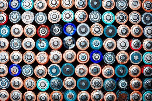 El reciclaje de pilas en España recupera al año 1.230 toneladas de hierro y 1.476 de zinc