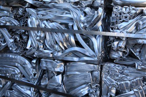 Clasificación por sensores para separar la chatarra de aluminio