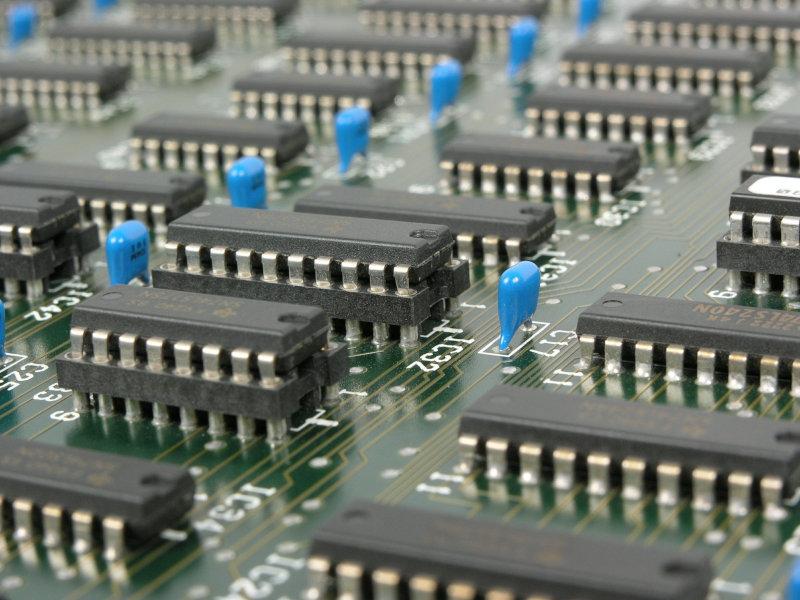 ¿Cómo se recicla la basura tecnológica o chatarra electrónica?